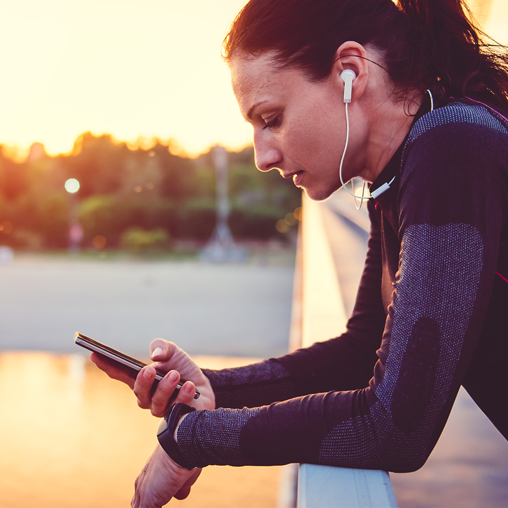 Rating the UX/UI Design of Connected Fitness Wearables